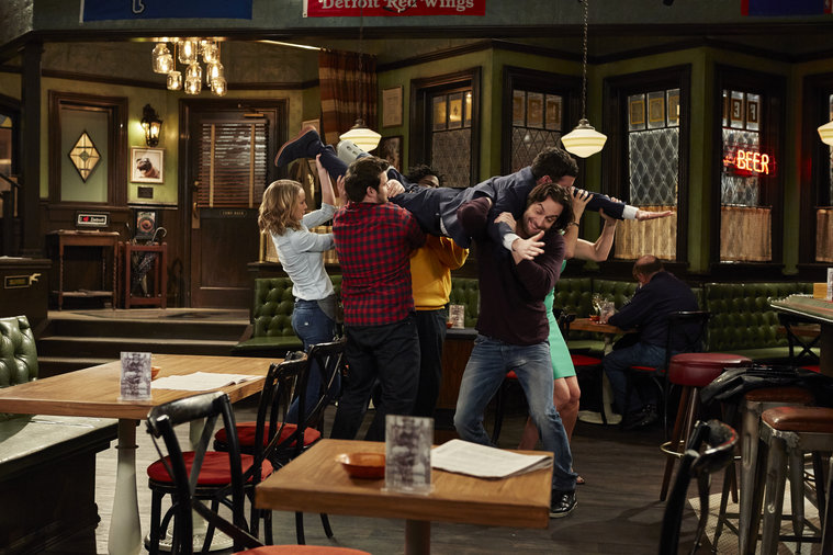 'Undateable' Executive Producers and Cast on Their 'Ambitious' Live Episode