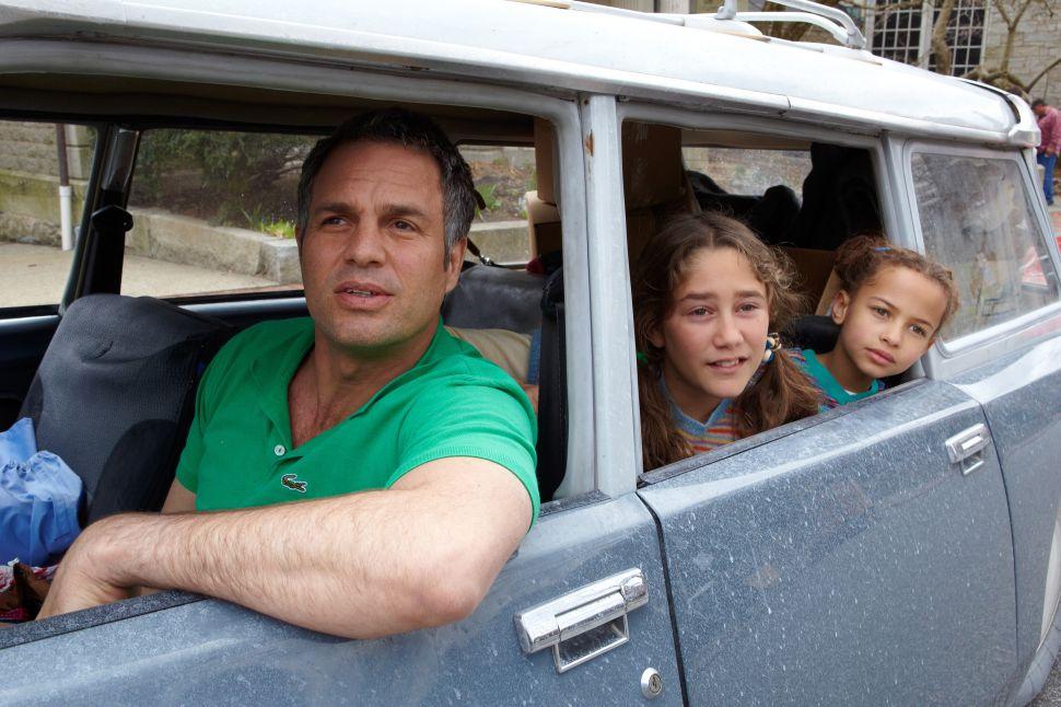Mark Ruffalo Brilliantly Portrays a Bipolar Father in 'Infinitely Polar Bear'