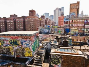 Manhattan, Chinatown Rooftop Graffiti (Photo: Maremagnum/Getty Images)