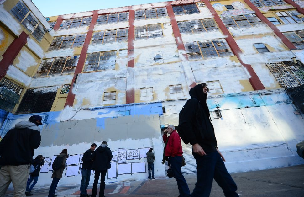 Afternoon Bulletin: 5Pointz Replacement Begins