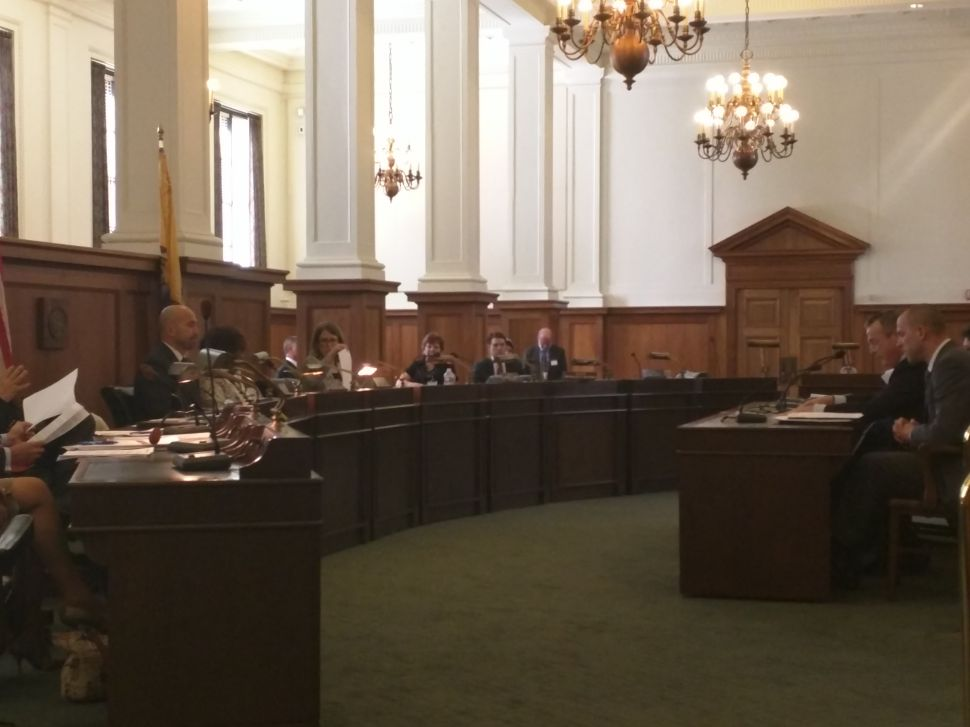 Out-of-network consumer protection bill held at Senate Commerce Committee hearing