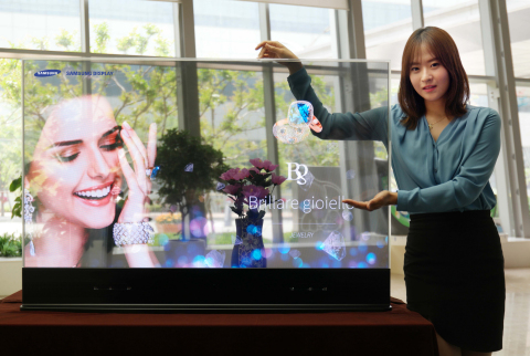 Samsung Smart Mirror Debuts in Hong Kong Jewelry Stores