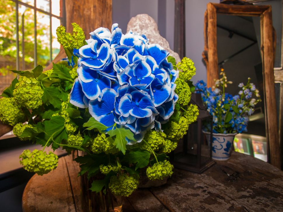 Floral Genius Jen Stone Talks Stars, Sultans, and Summer Blossoms