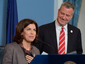 DCA Commissioner Julie Menin and Mayor Bill de Blasio (Photo: Rob Bennett/Office of Mayor Bill de Blasio)