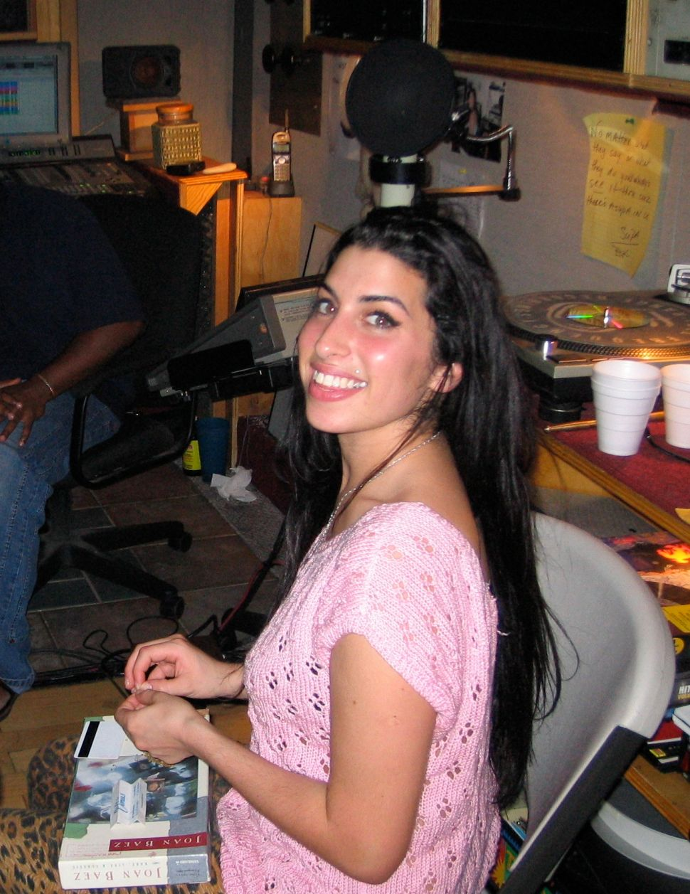 Asif Kapadia Uncorks a Tragic, Unsettling Look at Amy Winehouse