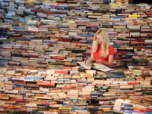 So many books. (Photo: Getty)