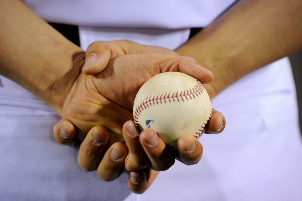 Béisbol: NPR's Latino USA Looks at Latin American Baseball Players