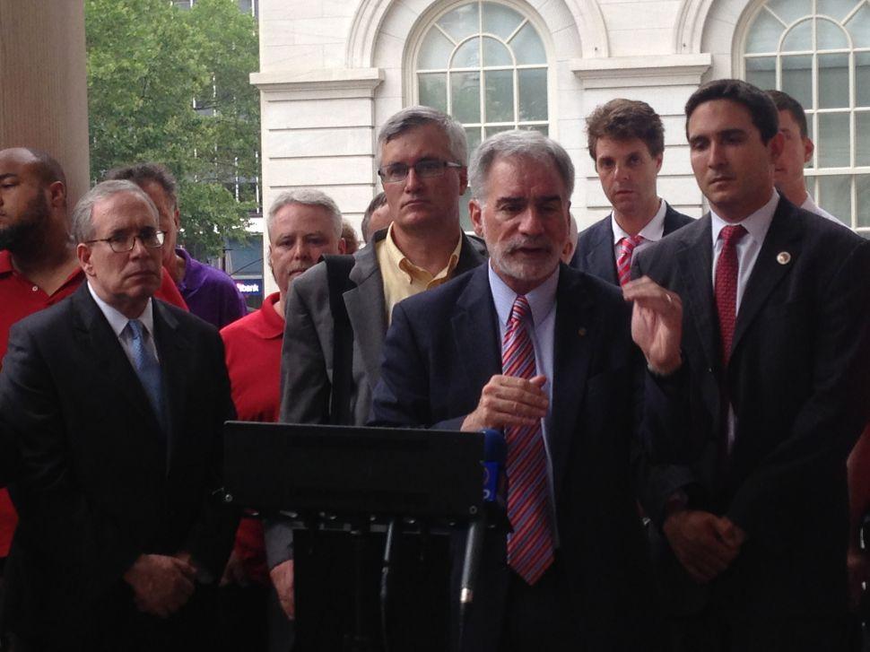 Politicians and Union Leaders Take Aim at Verizon