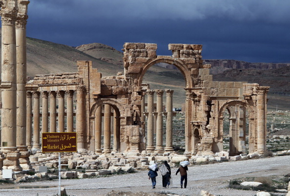 Syrian Troops Ready to Retake Palmyra, Vermeer's 'Little Street' Comes Home—and More
