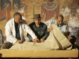 Egypt's antiquities chief Zahi Hawass (C) supervises the removal of the linen-wrapped mummy of King Tutankhamun from his stone sarcophagus in his underground tomb in the famed Valley of the Kings in Luxor, 04 November 2007. The true face of ancient Egypt's boy king Tutankhamun was revealed today to the public for the first time since he died in mysterious circumstances more than 3,000 years ago. The pharaoh's mummy was moved from its ornate sarcophagus in the tomb where its 1922 discovery caused an international sensation to a nearby climate-controlled case where experts say it will be better preserved. AFP PHOTO/POOL/Ben CURTIS (Photo credit should read BEN CURTIS/AFP/Getty Images)
