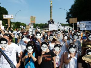 Protesters in Berlin wearing Chelsea Manning and Edward Snowden masks. (Photo: Wikipedia)