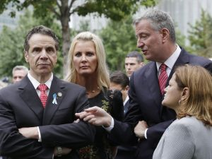 Gov. Andrew Cuomo, Mayor Bill de Blasio, and Speaker Melissa Mark-Viverito say they'll work together on legionella regulations. (Photo: Mark Lennihan-Pool/Getty Images)