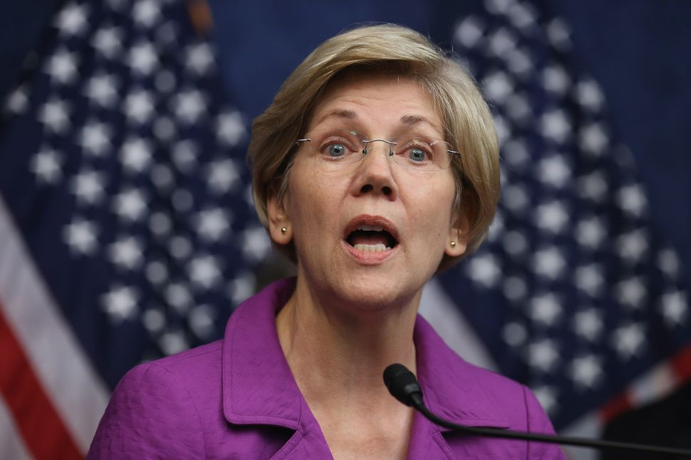 Elizabeth Warren Slams Confidentiality of Sputtering Trans Pacific Partnership Deal