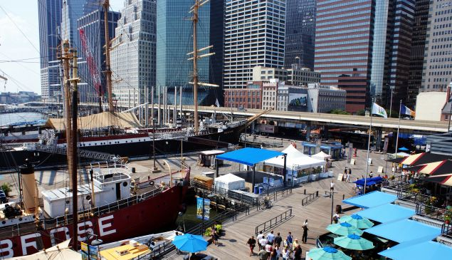 The South Street Seaport. (Photo: Wikimedia Commons)