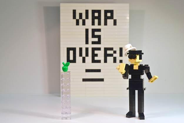 Yoko Ono in Lego