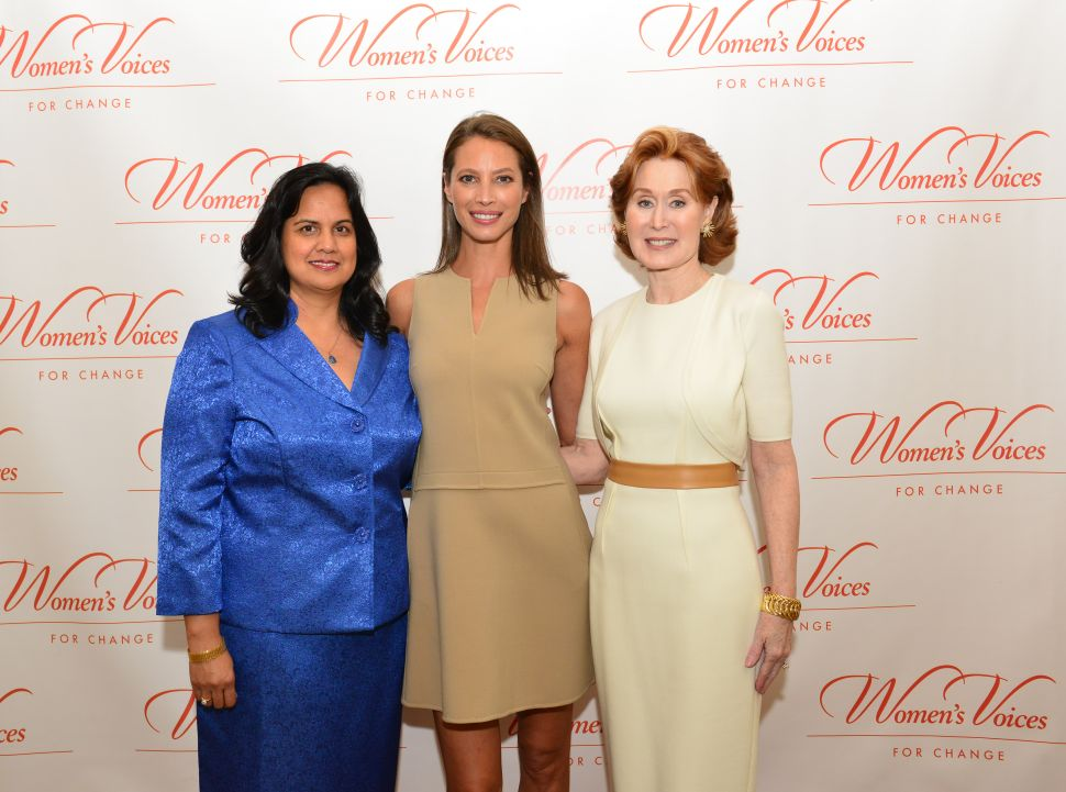 Supermodel Christy Turlington Honored for Helping Pregnant Women