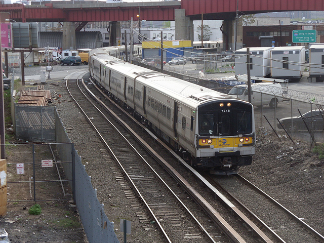 Twitter Users Had Their Knives Out for the LIRR This Morning