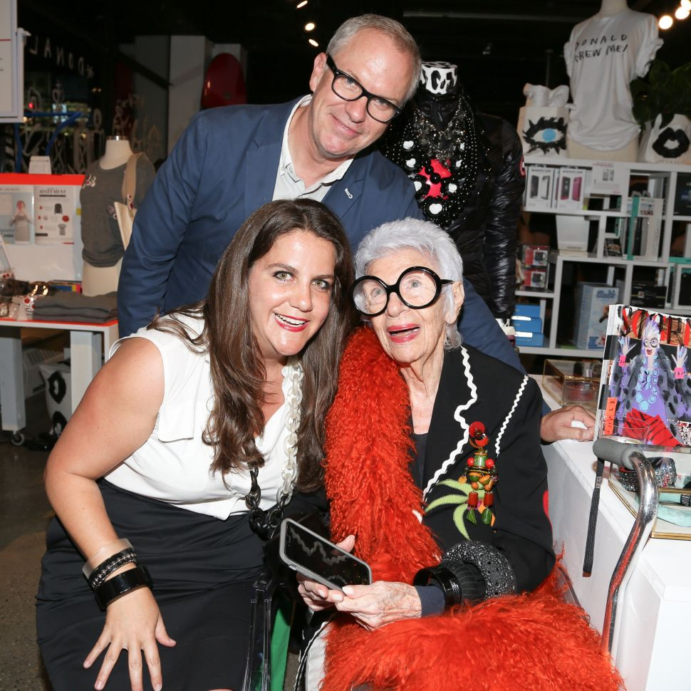 Fashion Legend Iris Apfel Is Obsessed With Donald Robertson Too