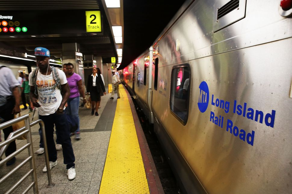 Afternoon Bulletin: Power Outage Causes Major LIRR Delays, $450 Rikers Settlment and More