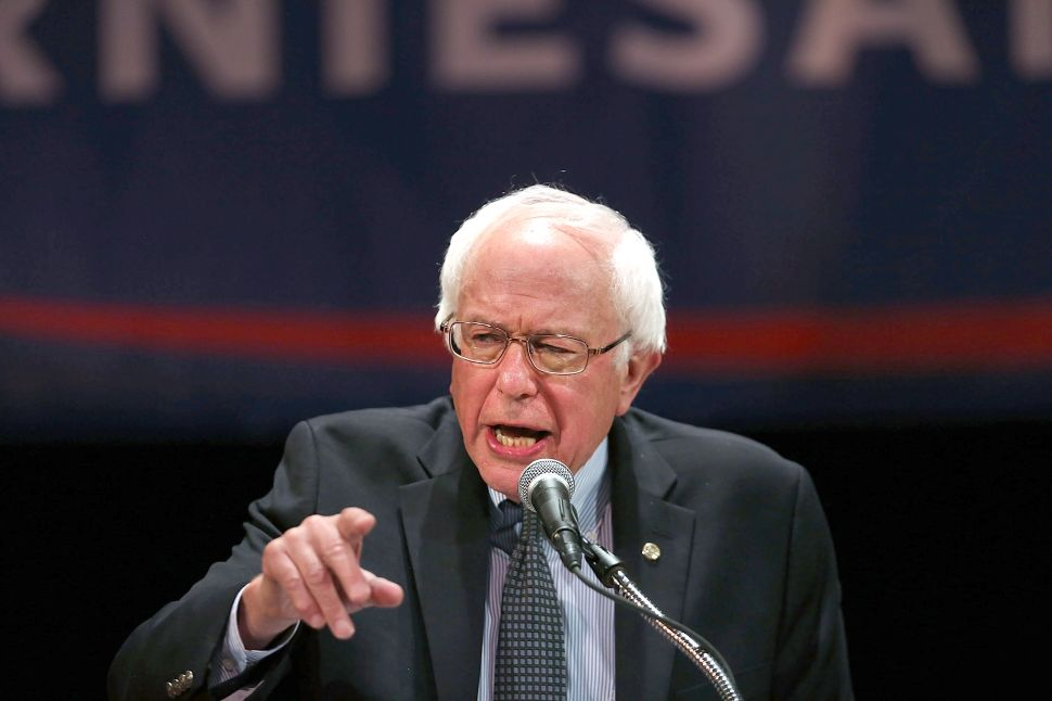 Home in New York, Bernie Sanders Bashes 'Parallel Universe' Republican Party