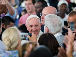 WASHINGTON, DC - SEPTEMBER 24: Pope Francis is greeted as he walks through the crowd during a visit to Catholic Charities of the Archdiocese of Washington September 24, 2015 in Washington, DC. Pope Francis is in the United States for six days during his first trip as the leader of the Catholic Church. (Photo by David Goldman-Pool/Getty Images)