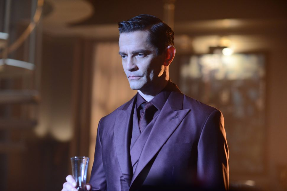 'Gotham' Reference Guide 2×1: Who Is Theo Galavan?