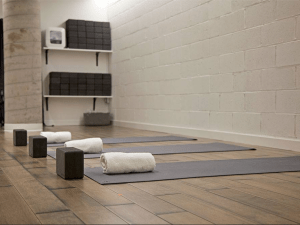 The studio at Tangerine Hot Power Yoga is heated to 95 degrees, with 40 percent humidity. (Photo: Facebook/Tangerine Hot Power Yoga)
