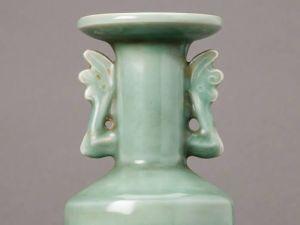 Longquan celadon mallet vase (Photo: Courtesy Mossgreen)