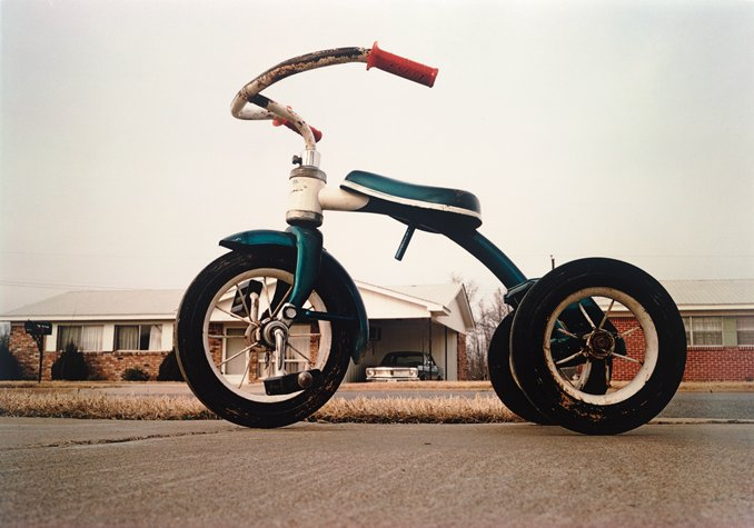 William Eggleston Leaves Gogo for Zwirner, FBI Recovers Thousands of Artworks