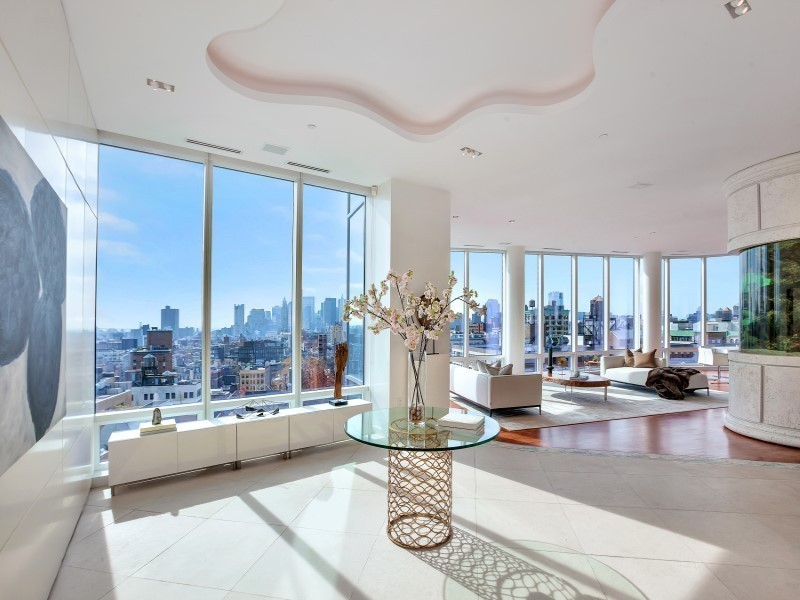 Real Estate Mogul Richard Fisher's Fishtank-Laden Penthouse Sells for $14M.