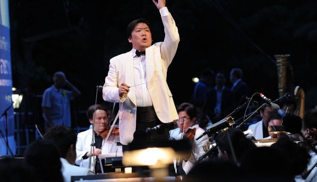 Shanghai Symphony Conductor Long Yu (Photo by Jason Kempin/Getty Images)