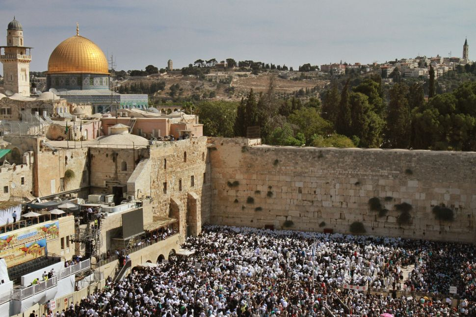 Palestinians Look to Claim Western Wall Through UNESCO