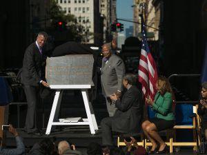 Mayor Bill de Blasio with former Mayor David Dinkins. (Photo: William Alatriste/NYC Council)