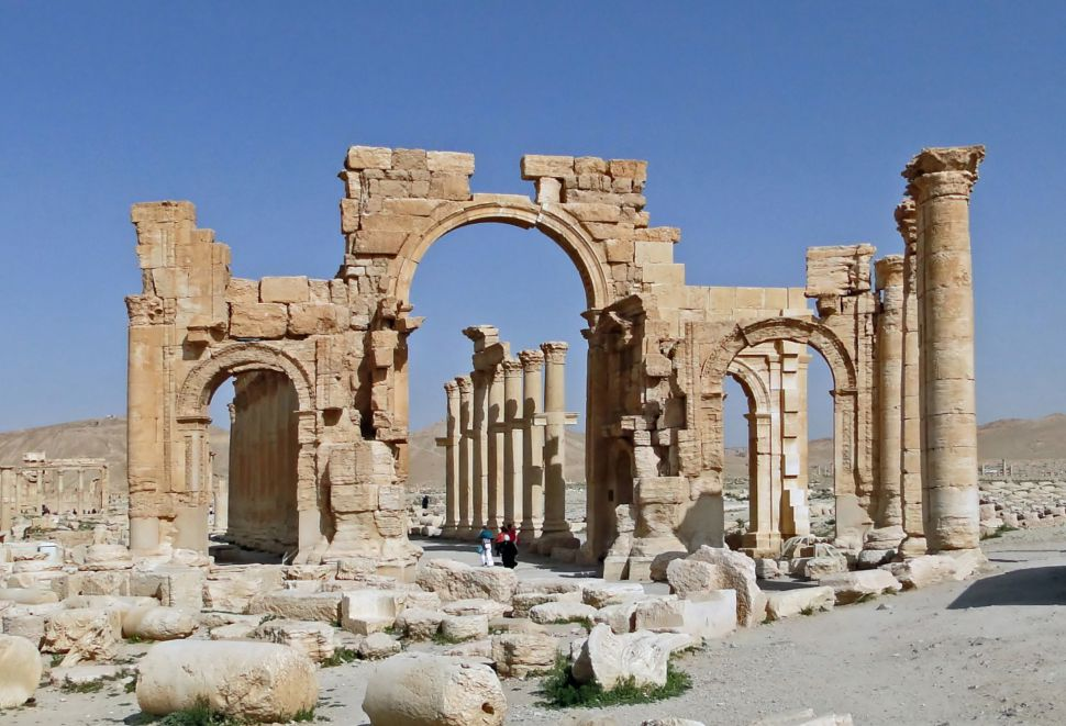 ISIS Destroys Palmyra Arch, Cuban Artist El Sexto Jailed for Mocking Fidel, and More