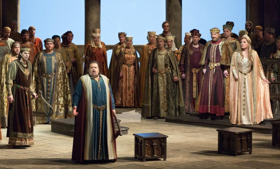 A Less-Than-Fiery 'Bonfire of the Vanities,' Plenty of Distraction at 'Tannhäuser'