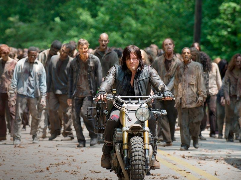 'The Walking Dead' Showrunner Scott Gimple on Season 6's Massive Premiere