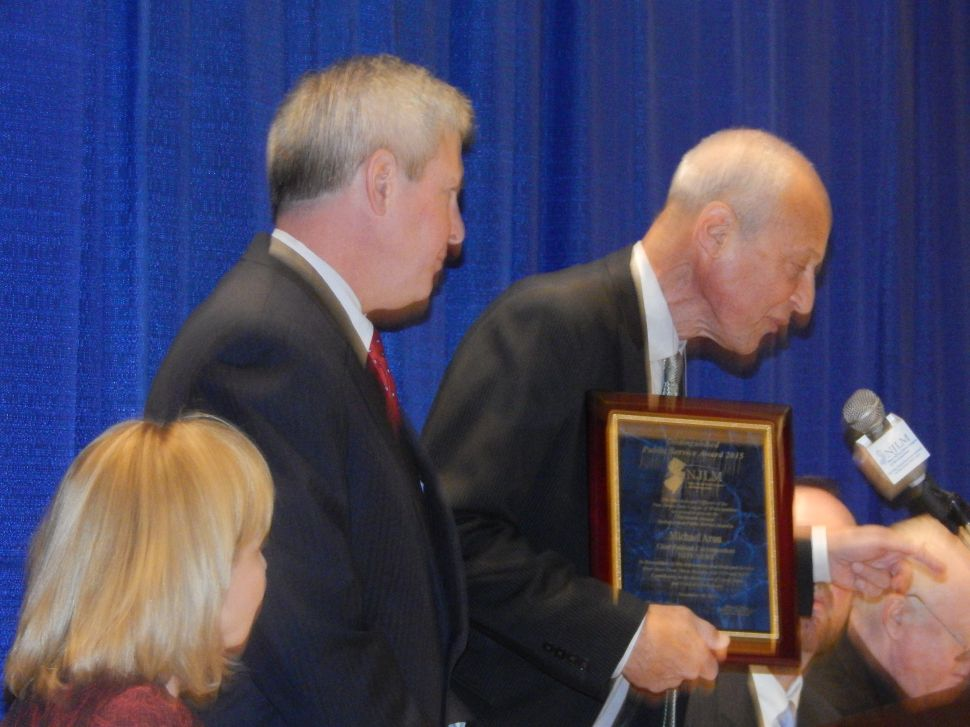 Aron Claims the League's 2015 Annual Distinguished Public Service Award