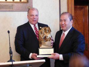 Sweeney and O'Toole hold up the award given to O'Toole.