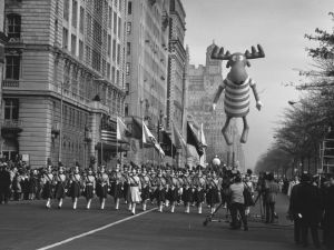 26th November 1961: Americans celebrate Thanksgiving Day in New York. The parade nears Times Square. (Photo by William Lovelace/Express/Getty Images)