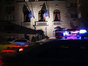 NEW YORK, NY - NOVEMBER 13: Police keep guard outside of the French consulate in Manhattan following an attack on civilians in Paris on November 13, 2015 in New York City. At least 100 people were killed in a popular Paris concert hall, one of at least 6 terror attacks in the French capital. The French president Francois Hollande has closed French borders. (Photo by Spencer Platt/Getty Images)
