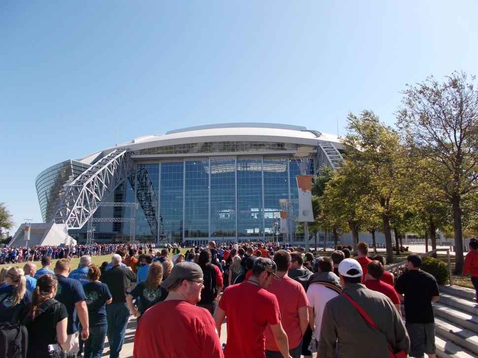 Cowboys Stadium Hangs Ellsworth Kelly, Vermeer's 'Little Street' Identified, and More