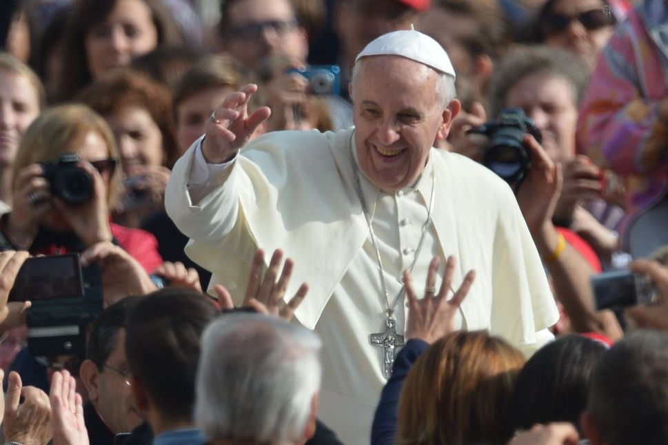 Pope Shares Sistine Chapel Selfie, Hirshhorn Plans Yayoi Kusama Blockbuster—and More