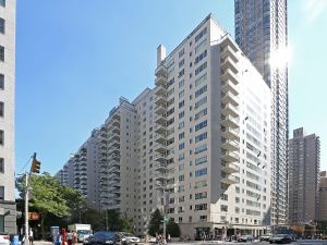 Manhattan House's crisp white brick was a counterpoint to the cluttered red brick of the East 60s when it was built in 1951. (Photo Courtesy Costar Group)