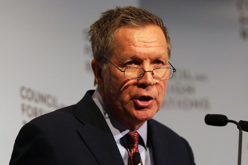 Kasich Warns Giving Government a Backdoor to Encrypted Phones Could Help Hackers