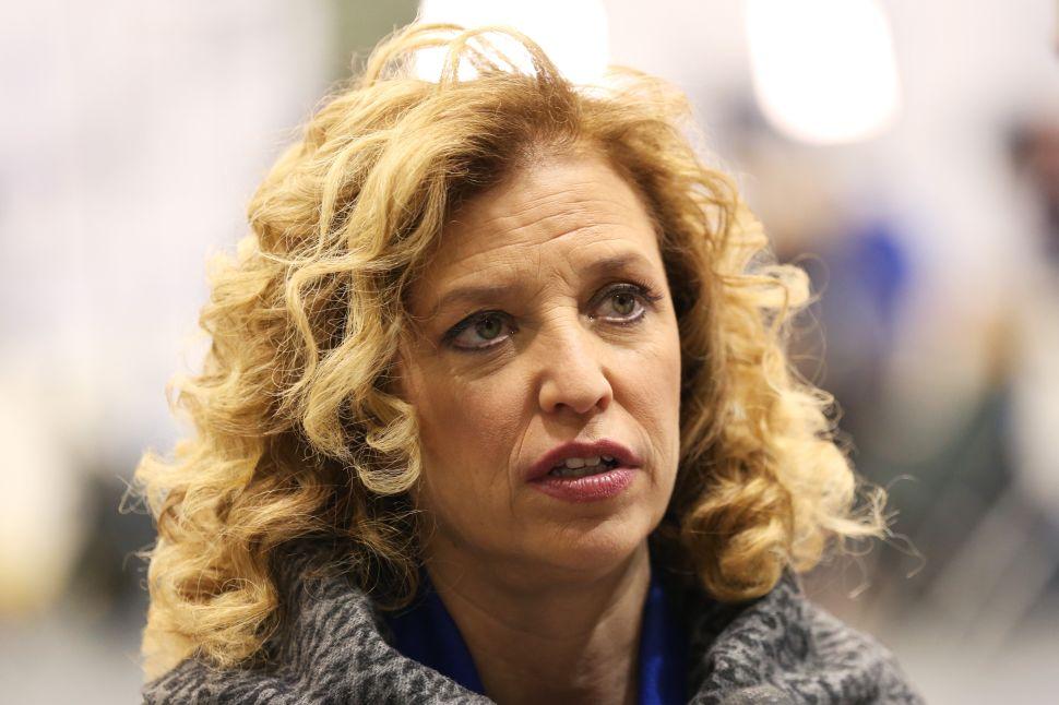 DNC Rips Off Sanders: Wasserman Schultz is Untrustworthy and Must Go