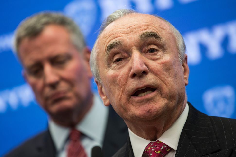On Bratton's Last Day With NYPD, Mayor Says Broken Windows 'Still the Right Approach'