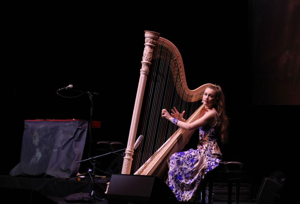 Joanna Newsom Transcends Space and Time in Brooklyn