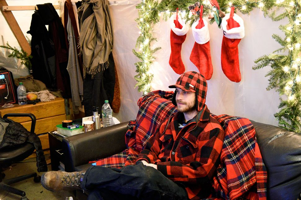 Silent Night: Cheering a Christmas Tree-Sitter on the Graveyard Shift
