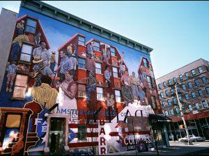 Harlem, New York, United States, November 06, 2000. (Photo by Pool LEFRANC US/Gamma-Rapho via Getty Images)