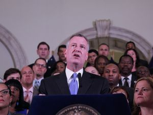 Mayor Bill de Blasio with members of the City Council and Speaker Melissa Mark-Viverito (right.) (Photo: William Alatriste for NYC Council)